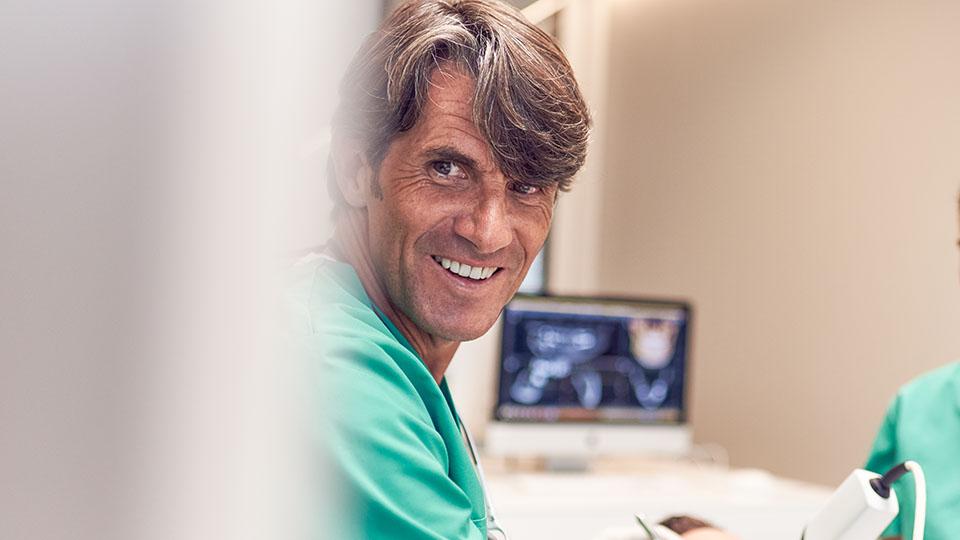 Dr. Ulrich Volz